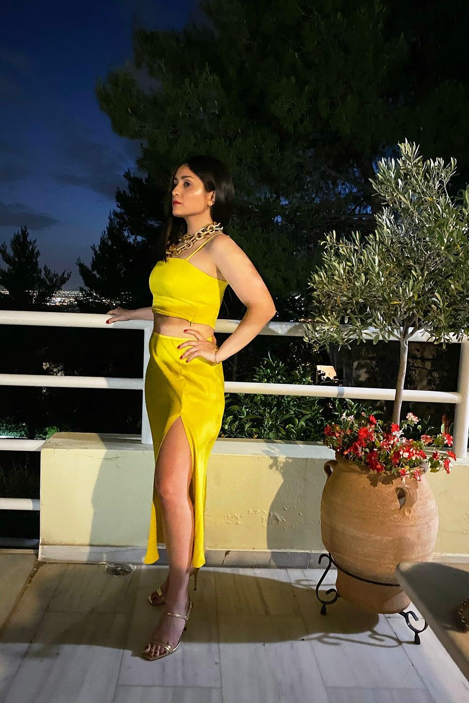 Dress in yellow